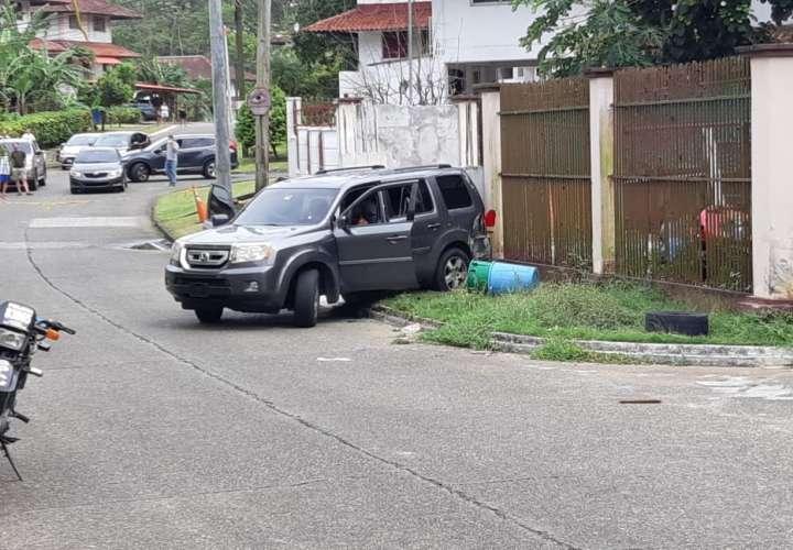 Asesinado dentro de su auto en Colón