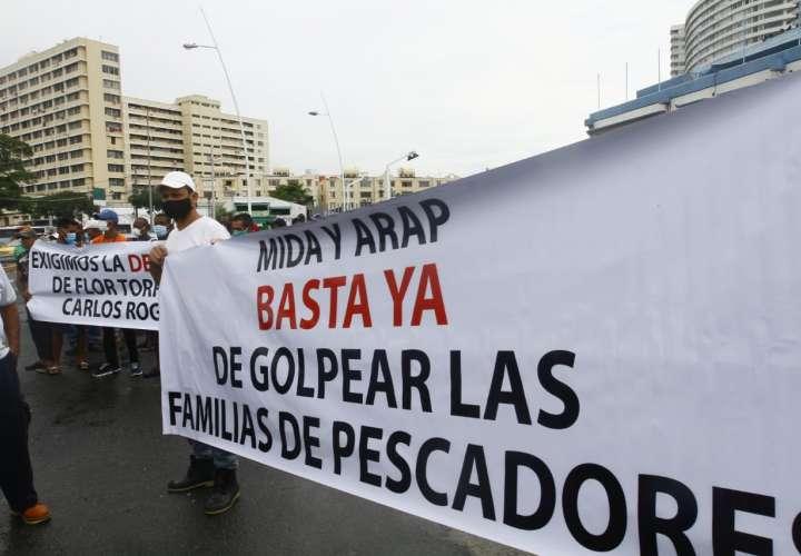 Pescadores protestan contra decreto para proteger especies marinas en extinción