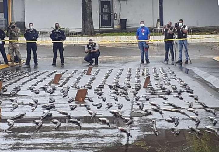 La destrucción de las armas se hizo en la sede de la Policía Nacional en Ancón