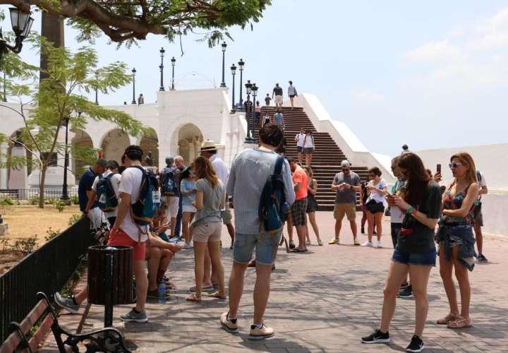 Turistas, agentes y operadores deben presentar documentos para movilizarse