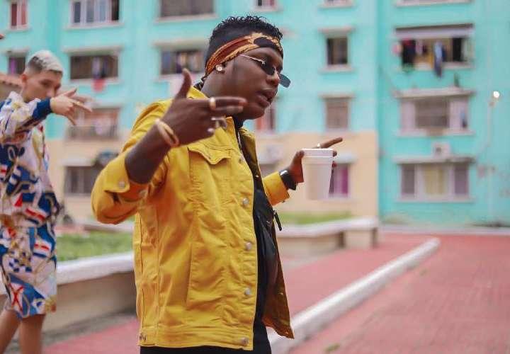 ¡Otra vez! El cantante Yemil anima la cárcel con sus plenas