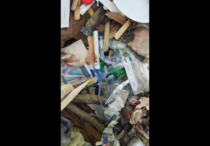 Embedded thumbnail for #WhatsAppCri Niños en medio de la basura (Video)