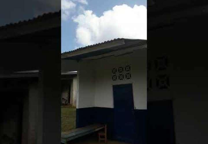 Embedded thumbnail for Se desprendió el techo de la escuela y el Meduca brilla por su ausencia