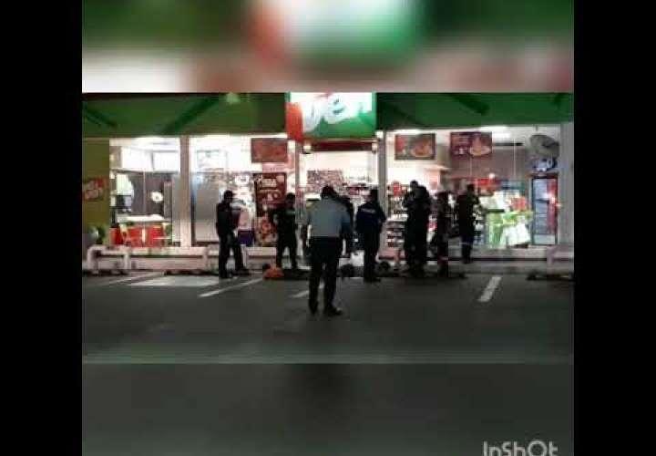 Embedded thumbnail for Frustran asalto en perjuicio de tienda de conveniencia en gasolinera de Llano Bonito