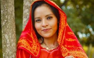Enseñar el idioma dulegaya, vestir con mola y recordar la historia guna, son algunos de los contenidos que Ailín comparte. Foto / cortesía.