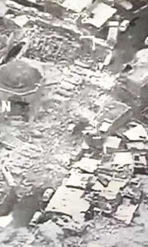 Combatientes detonaron Explosivos dentro de las estructuras de la mezquita el miércoles por la noche.  /  Foto: AP