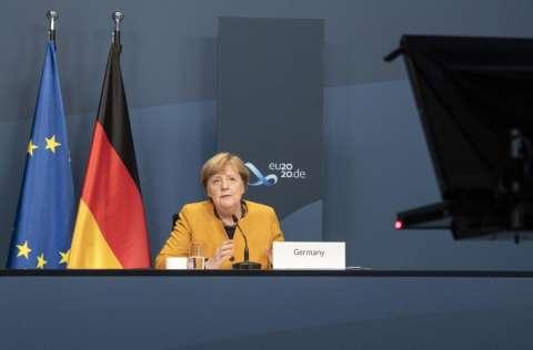 """La canciller alemana, Angela Merkel, consideró que """"para poder superar la pandemia cada país tiene que tener acceso y ser capaz de acceder a la vacuna"""" . FOTO/EFE"""