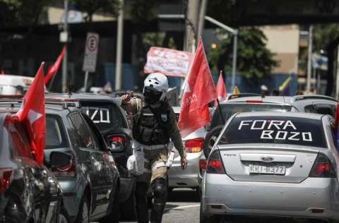 Las presiones por la salida de Bolsonaro ganaron fuerza con la divulgación de una encuesta que mostró que la evaluación negativa del mandatario subió 40% y la positiva cayó 32%.  FOTO/EFE