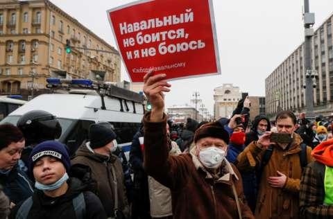 Alexéi Navalni, es acusado de violar una pena de 3,5 años de cárcel. FOTO/EFE