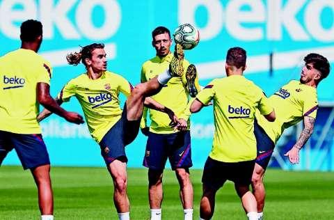 Clement Lenglet (centro), defensor del Barcelona. Foto:EFE