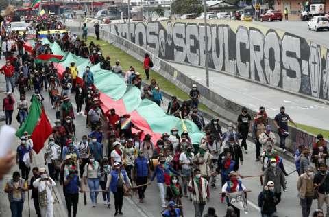Los indígenas no han definido aún cuántos días permanecerán en Bogotá, pero el miércoles se sumarán a la jornada nacional de protestas contra el Gobierno. FOTO/EFE