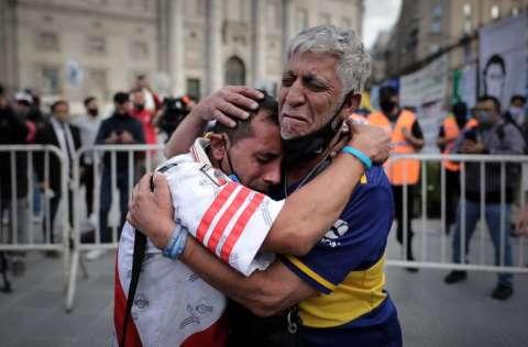 Miles lloran al '10'. Foto:EFE