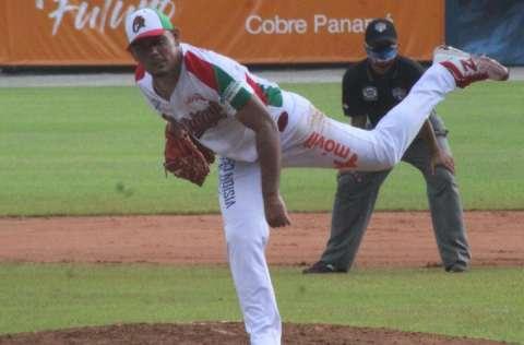 Andy Otero vuelve a la lanzar en el béisbol profesional dominicano. Foto: Fedebeis