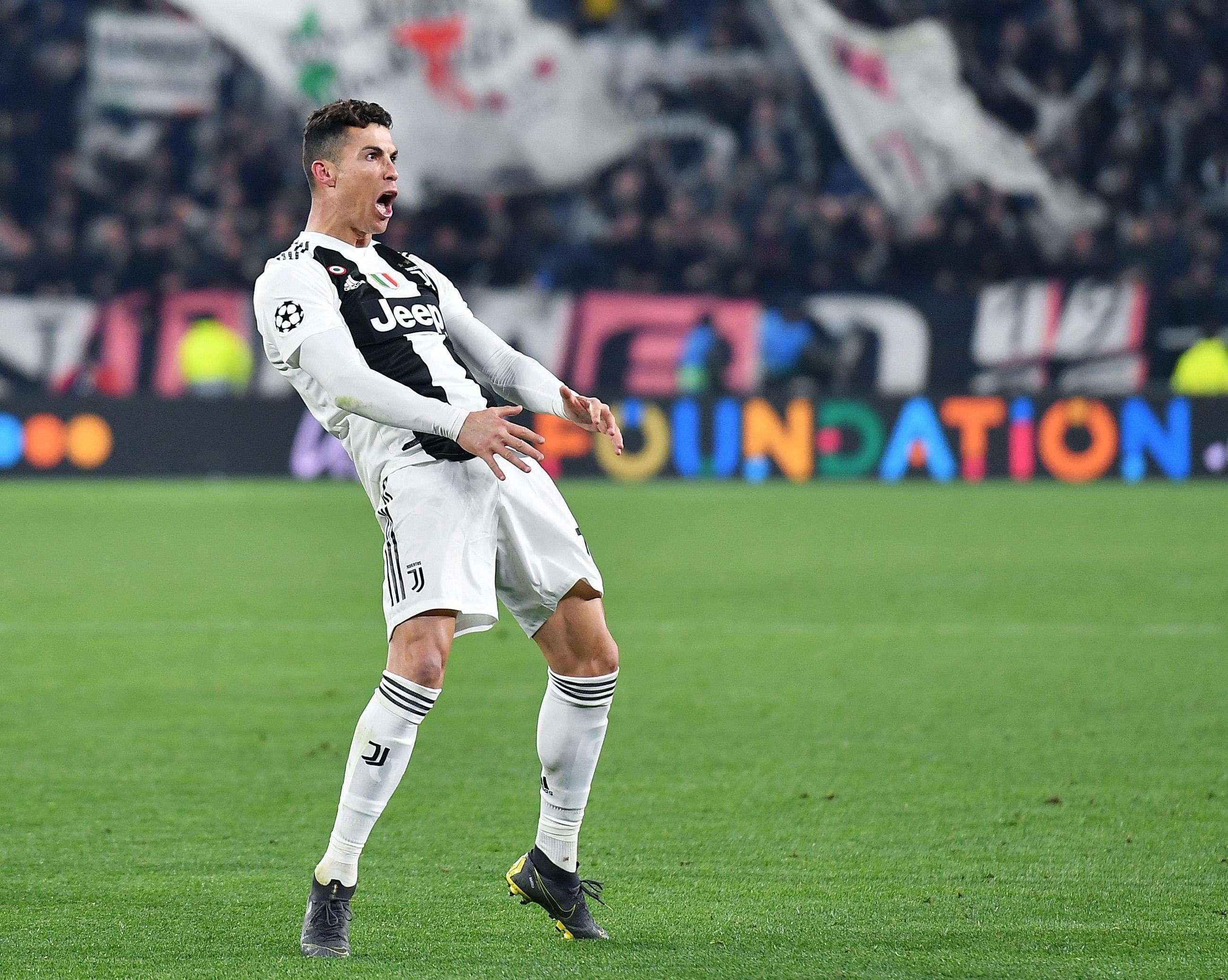 Cristiano celebra la clasificación de su equipo al final del partido de vuelta por los octavos de final. /EFE