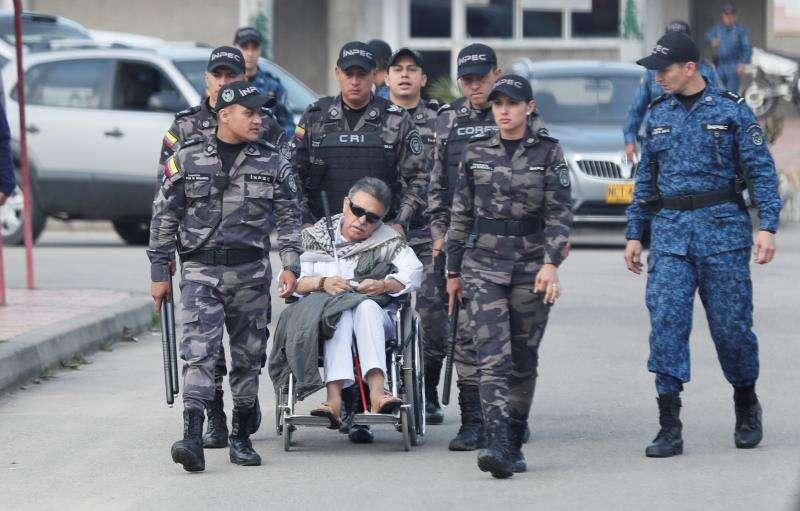 """Exjefe guerrillero """"Jesús Santrich"""" en silla de ruedas."""