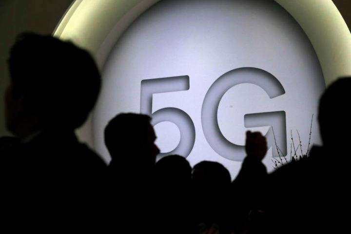 La imagen muestra una cartelera de 5G Qualcomm en el Mobile World Congress 2018 en Barcelona (España). EFE ARCHIVO