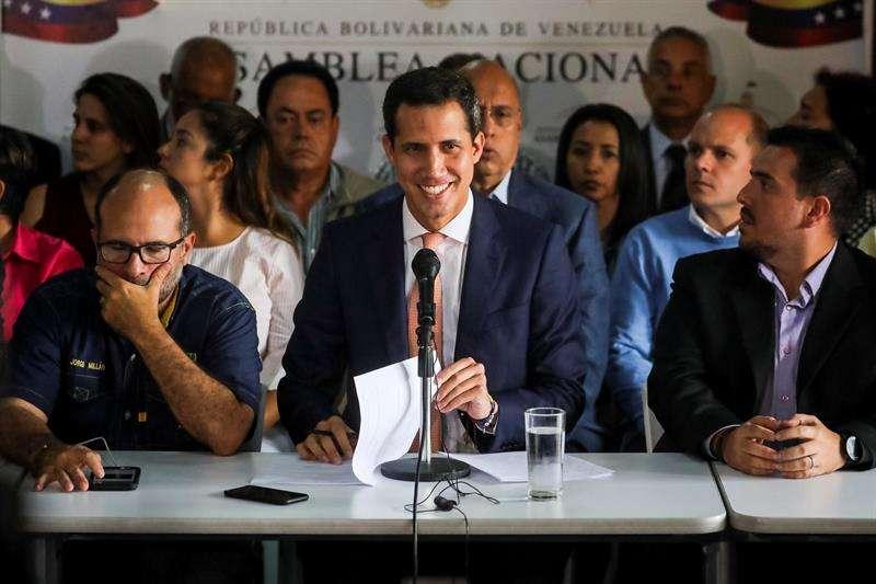 El presidente de la Asamblea Nacional de Venezuela, Juan Guaidó, ofrece una rueda de prensa este jueves en la sede del partido político Voluntad Popular, en Caracas (Venezuela).
