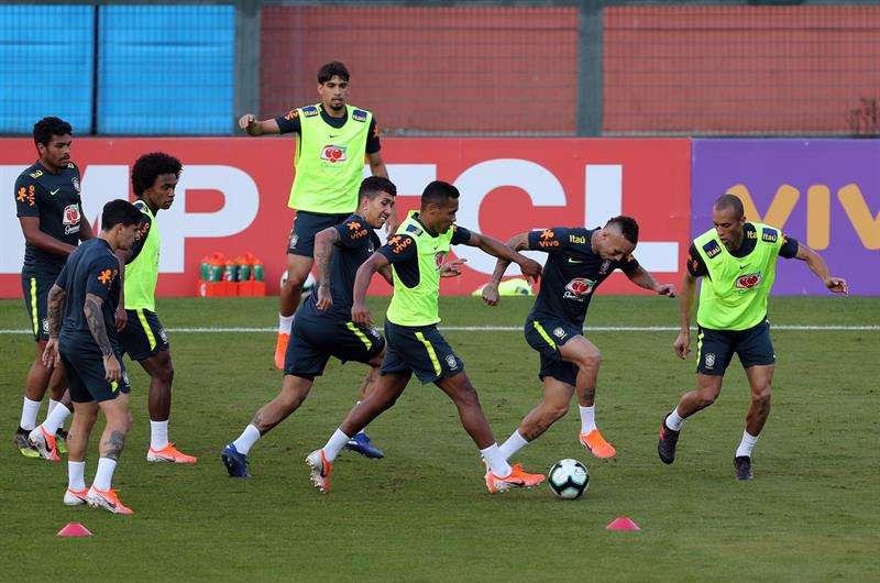 La selección brasilera prepara su encuentro de inauguración ante el combinado de Bolivia.