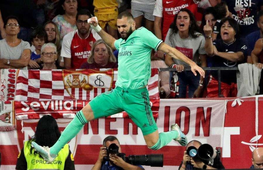 Karim Benzema celebra su anotación. / EFE