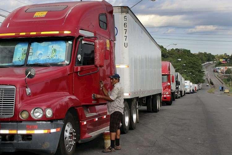 Protesta en Costa Rica afecta a 400 transportista de carga panameños.
