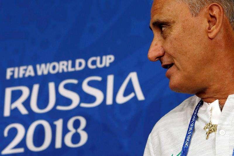 """El seleccionador de Brasil, Adenor Bacchi """"Tite"""", participa en una rueda de prensa en el estadio Spartak, en Moscú (Rusia). Foto EFE"""