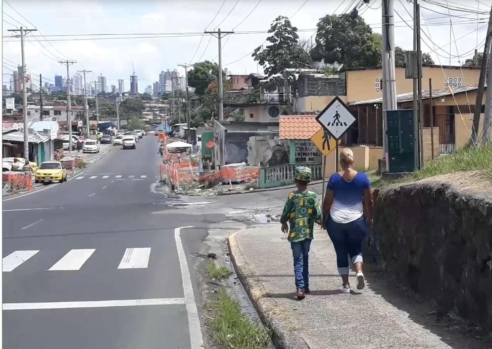 La madre aprovechó las actividades de la conmemoración de la Etnia Negra para denunciar el caso ante los medios de comunicación. Foto: Edwards Santos