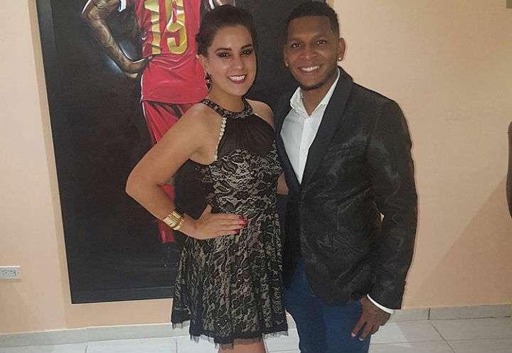 El jugador Alberto Quintero y su amada esposa.