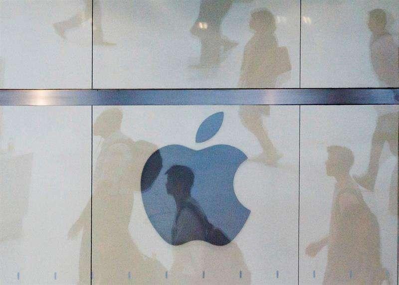Vista del logo de la compañía Apple en una tienda de Nueva York, Estados Unidos. EFE/Archivo