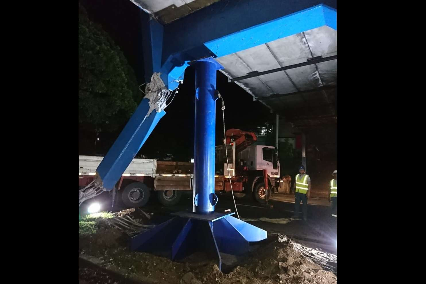 Se colocó una estructura en la base del puente para soportar la losa. Foto: MOP