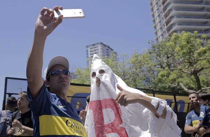 La hinchada argentina es una de las más violentas del mundo./ AP