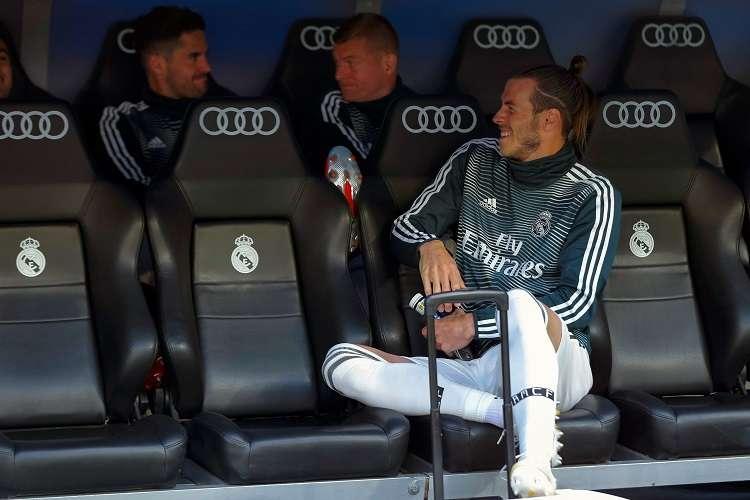 El centrocampista galés del Real Madrid Gareth Bale en el banquillo durante el partido ante el Betis. Foto: EFE