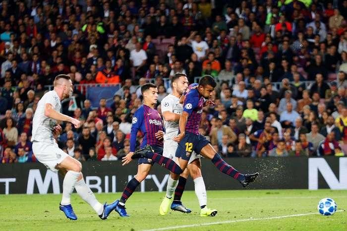 Rafinha, del FC Barcelona, marca gol ante el Inter de Milán durante el partido correspondiente a la 3ª jornada de la Liga de Campeones./ EFE