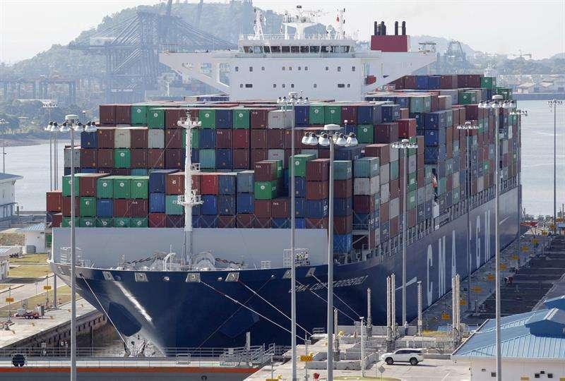 En los diez primeros meses de este año el Canal, por el que pasa cerca del 6 % del comercio mundial, registró un total de 11.504 tránsitos, un 0,89 % más que los 11.401 de igual período de 2017. EFE/Archivo