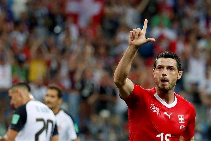 El futbolista del conjunto helvético se mostró satisfecho por su actuación coronada con un gol y por la de sus compañeros. Foto EFE