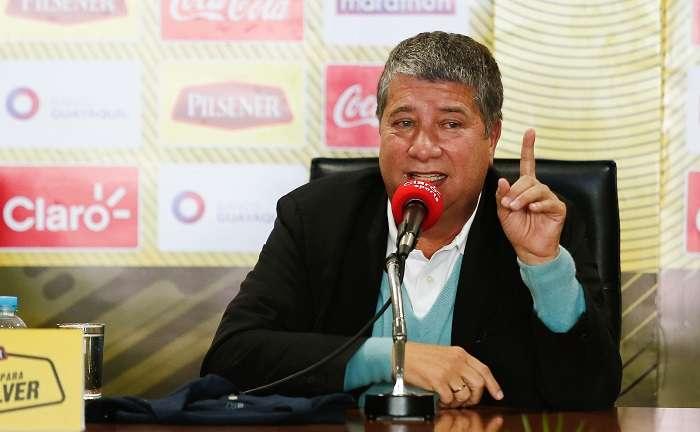 El director técnico de la selección de fútbol de Ecuador, Hernán Darío 'Bolillo' Gómez, habla durante rueda de prensa./EFE