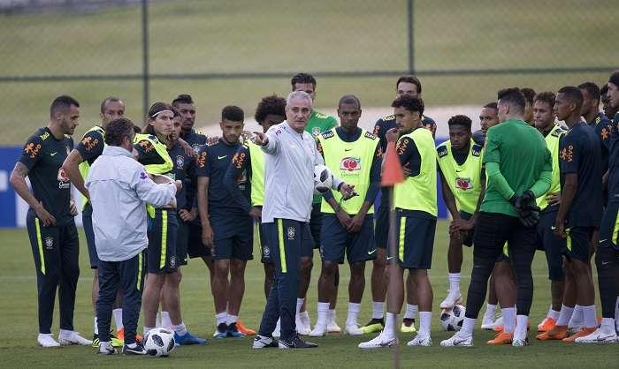 La selección brasileña llevó a cabo sus entrenamientos. /AP