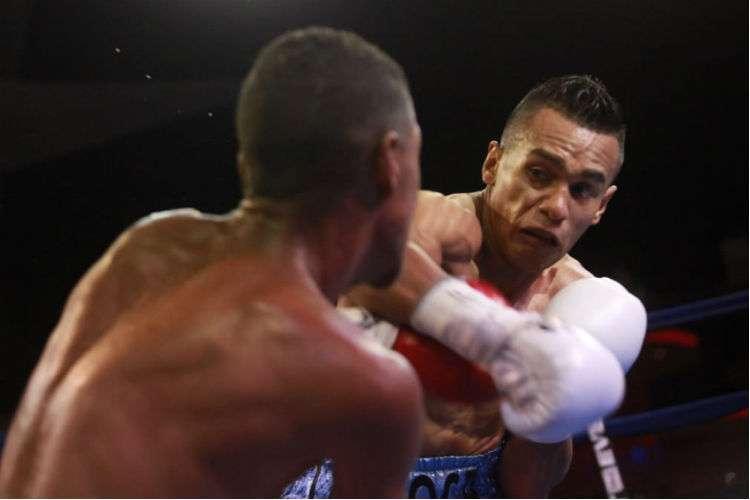 """Bryan """"La Roca"""" De Gracia durante el combate ante el venezolano Edinso """"Guapito"""" Torres. Foto: Anayansi Gamez"""