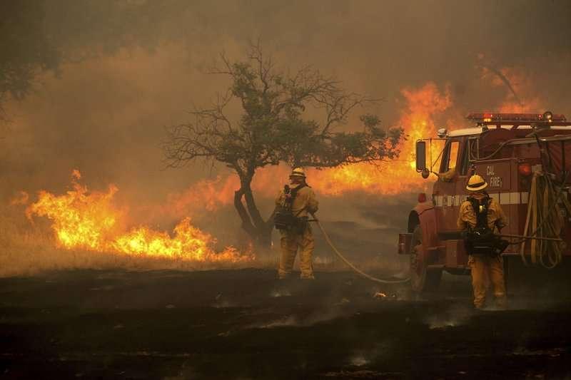Es ya el séptimo incendio más destructivo en la historia de California, dijeron funcionarios.  Foto: AP
