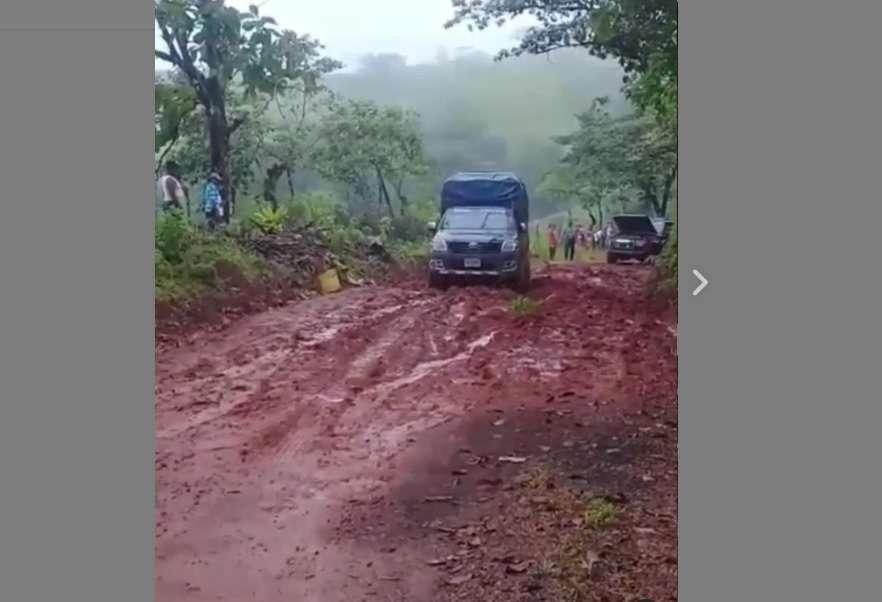 El camino que comunica Soná con Pixvae en Veraguas, está en mal estado.