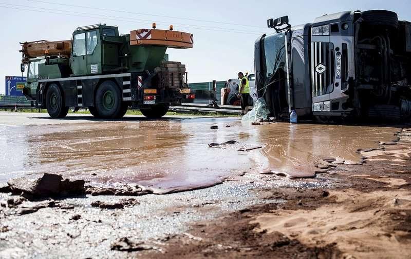 El hecho sucedió por la mañana cuando había escaso tráfico, por lo que no se registraron otras víctimas.  Foto: AP