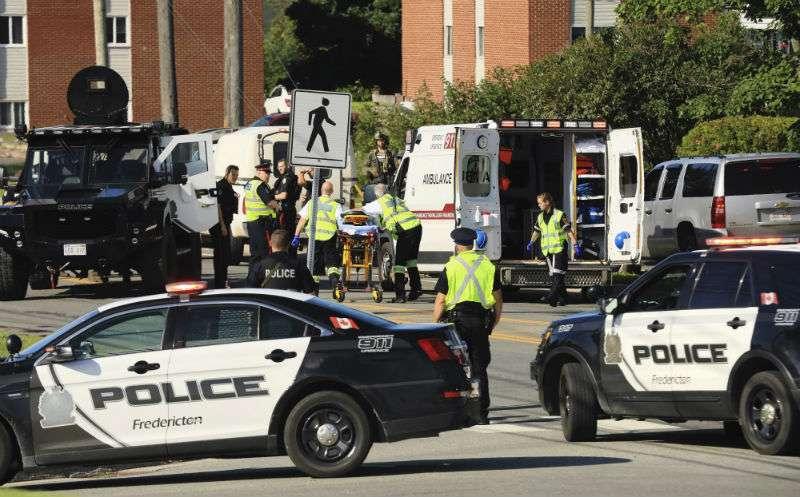 La policía local dijo que no daría a conocer por el momento los nombres de los agentes muertos. AP