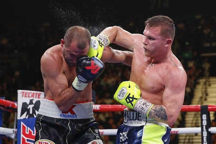 Canelo noqueó a Kovalev y se adueñó del título semipesado. Foto: AP