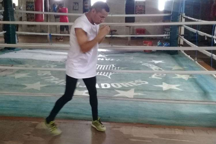 """Carlos """"Arañita"""" Ortega durante el entrenamiento de hoy jueves en el gimnasio José """"Maco"""" Arboleda. Foto: Joel Isaac González"""