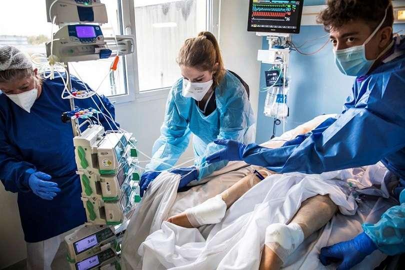 Los fallecidos por la pandemia desde su inicio a finales de 2019 ascienden a 1,25 millones. EFE