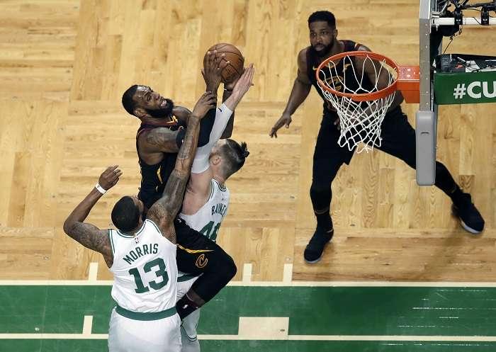 El alero estrella LeBron James, lidero a los CAVS./AP