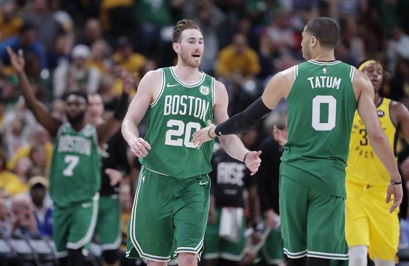 Gordon Hayward (20) lideró a la ofensiva de los Celtics./ Foto AP