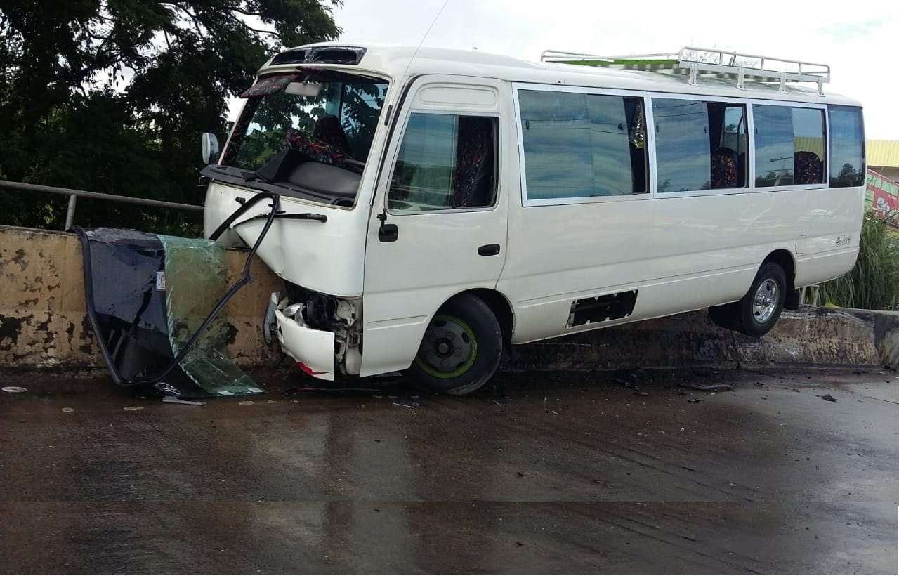 Afortunadamente a la hora que ocurrió el accidente no había ningún peatón transitando. Foto: Raimundo Rivera