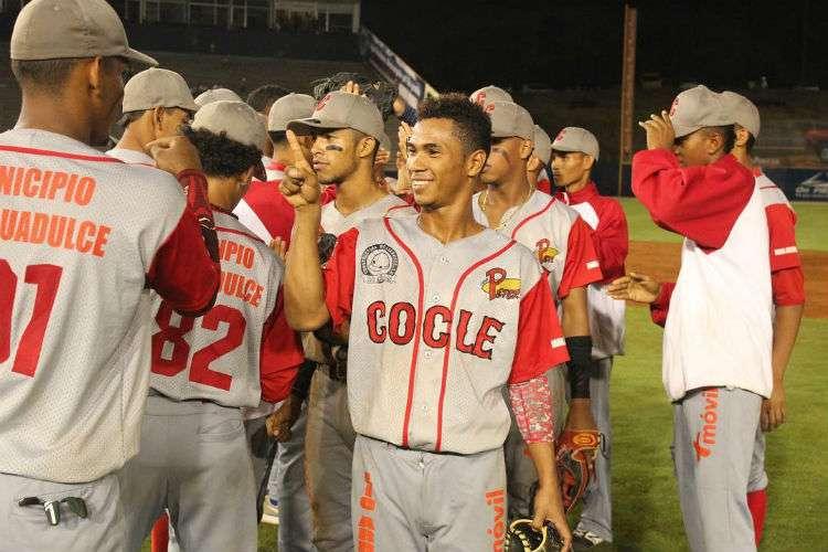 Los coclesanos, actuales campeones del béisbol juvenil, buscarán revalidar el título alcanzado en el 2018. Foto: Fedebeis