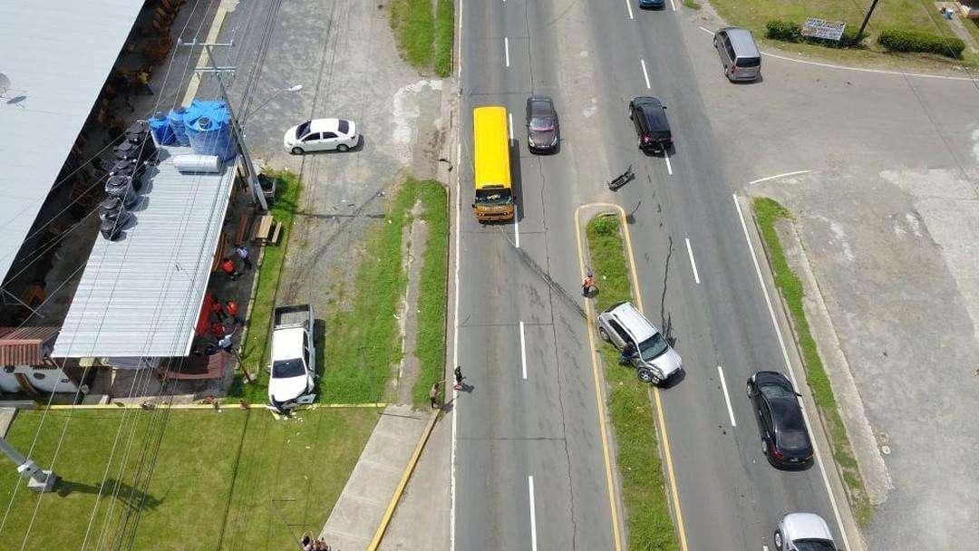 Visión superior de cómo quedaron los vehículos tras la colisión en Chame. Foto: @TraficoCPanama