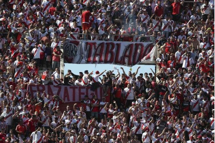 Los fanáticos tendrán que esperar hasta mañana domingo para ver el partido final. Foto: AP